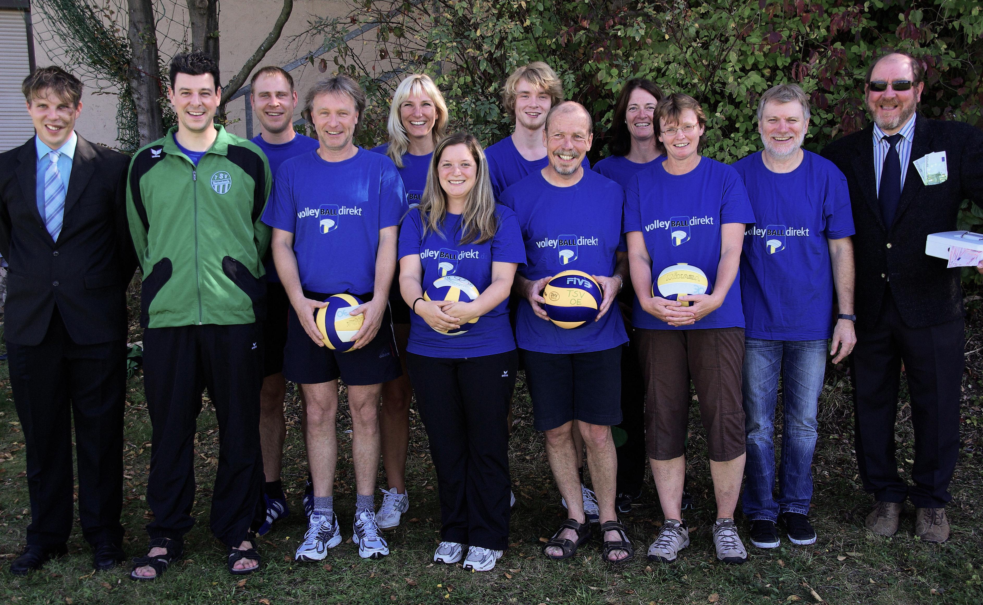 Volleyball-Gruppenfoto mit Kassier-9922